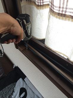 まどまど開き窓枠取付け