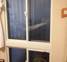上下に分かれた窓に二重窓取付け(プラメイクE)