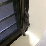 ルーバー窓のハンドル