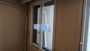 引き違い窓、腰窓