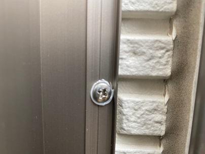 外壁のビスにコーキング
