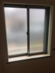 内窓プラストの枠を設置