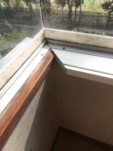 コーナー窓にふかし枠