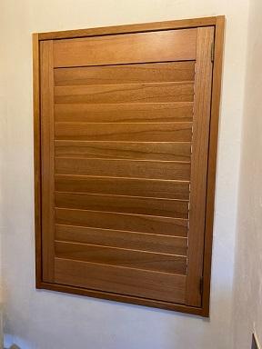 ウッドシャッターの扉