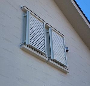 上げ下げ窓に多機能ルーバー