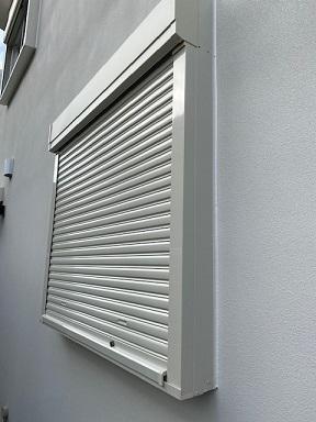 外鍵仕様の窓シャッター
