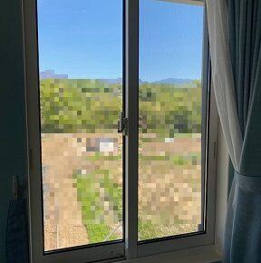 木枠の厚みが薄い窓