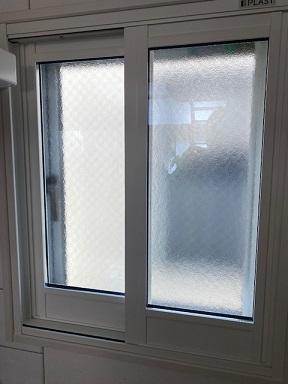 縦すべり出し窓に引き違い窓の内窓(二重窓)