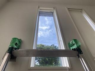 吹き抜けに脚立で内窓設置